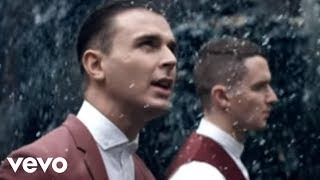 Смотреть клип песни: Hurts - All I Want for Christmas Is New Year's Day