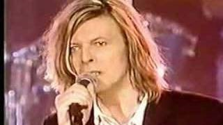 Смотреть клип песни: David Bowie - The Man Who Sold The World