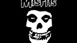 Смотреть клип песни: Misfits - Hate The Living, Love The Dead