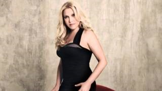 Смотреть клип песни: Eliane Elias - A Vizinha Do Lado (The Next Door Neighbor)