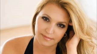 Смотреть клип песни: Eliane Elias - I'm Not Alone (Who Loves You?)