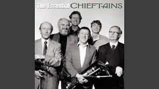 Смотреть клип песни: The Chieftains - The Wind That Shakes The Barley/The Reel With The Beryle