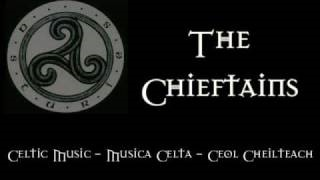 Смотреть клип песни: The Chieftains - Up Against The Buachalawns
