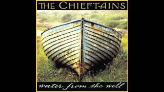 Смотреть клип песни: The Chieftains - Twisting of the Rope (Casadh An Tsugain)