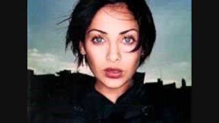 Смотреть клип песни: Natalie Imbruglia - Pigeons And Crumbs