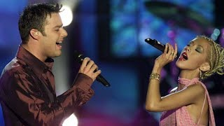 Смотреть клип песни: Christina Aguilera - Nobody Wants to Be Lonely