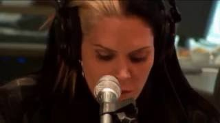 Клип Beth Hart - I'll Take Care Of You - Live Acoustic