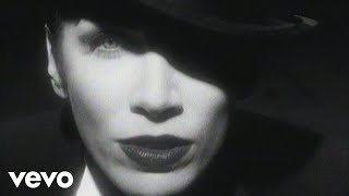 Клип Annie Lennox - Legend In My Living Room