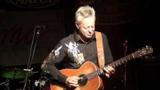 Смотреть клип песни: Tommy Emmanuel - Saturday Night Shuffle / Nine Pound Hammer