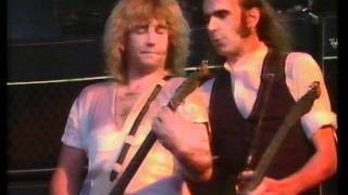 Клип Status Quo - Roll Over Lay Down