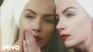 Клип Annie Lennox - Money Can't Buy It