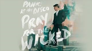Смотреть клип песни: Panic! At The Disco - One Of The Drunks