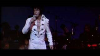 Смотреть клип песни: Elvis Presley - Sweet Caroline (Opening Night)