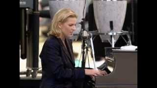 Смотреть клип песни: Diana Krall - Is You Is Or Is You Ain't My Baby