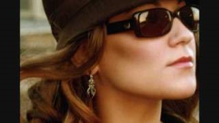 Смотреть клип песни: Melody Gardot - Deep Within The Corners Of My Mind