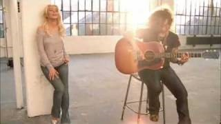 Смотреть клип песни: Christina Aguilera - Save Me from Myself