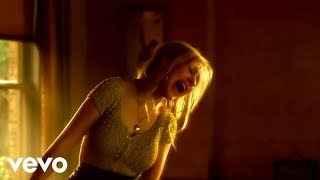 Смотреть клип песни: Christina Aguilera - Something's Got A Hold On Me