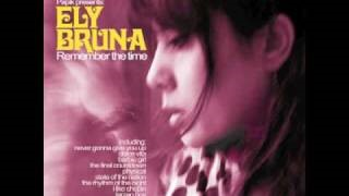 Клип Ely Bruna - Clouds across the moon