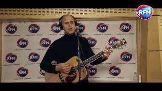 Смотреть клип песни: Milow - Sur la lune (Howling At The Moon)