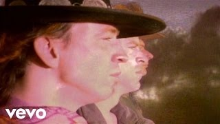 Клип Stevie Ray Vaughan - Couldn't Stand The Weather