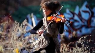 Смотреть клип песни: Lindsey Stirling - Electric Daisy Violin