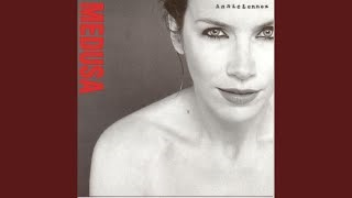 Клип Annie Lennox - Train In Vain