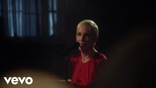 Клип Annie Lennox - God Bless The Child