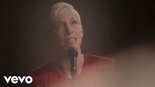 Клип Annie Lennox - September In The Rain